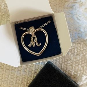 🆕🖤 Avon Initial M Silver Heart Necklace
